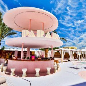 Roze hotel op Ibiza!